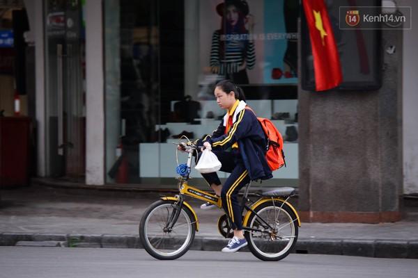 Học sinh phải mặc đồng phục ra đường trên phố Lý thường kiệt