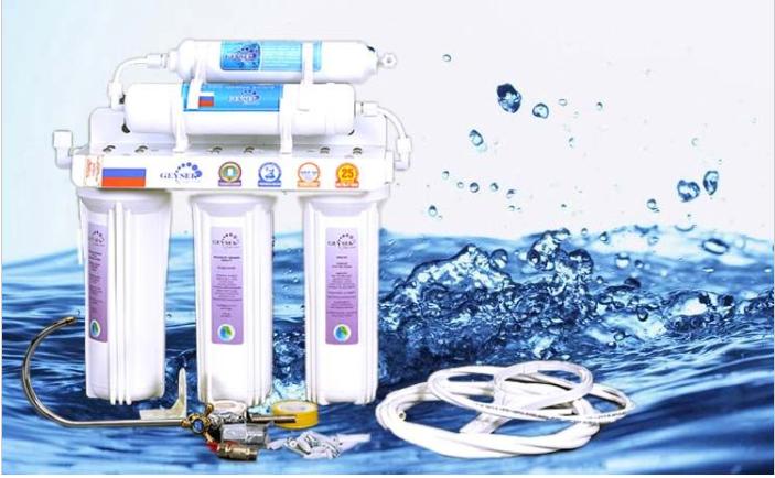 Máy lọc nước mang lại nguồn nước sạch có thể uống ngay khác với bình lọc nước