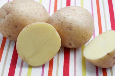 Khoai tây tẩy mốc hiệu quả trên quần áo