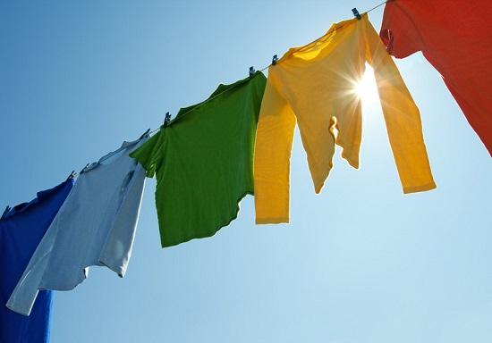 Phơi quần áo khi gặp trời nắng